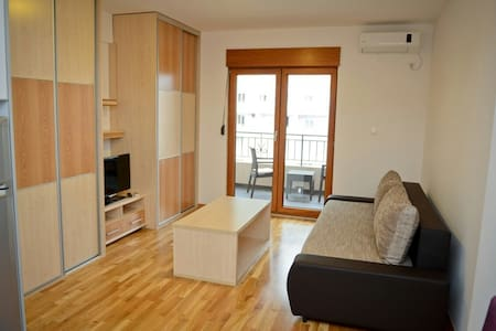 NICE STUDIO FOR 2, 10 MIN TO BEACH - Budva - Daire