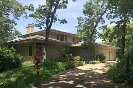 Beautiful home in quiet setting - Waukesha - Huis