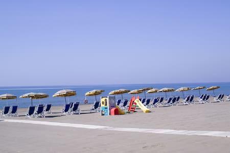 Villa 10 persone Spiaggia Inclusa - Baia Domizia