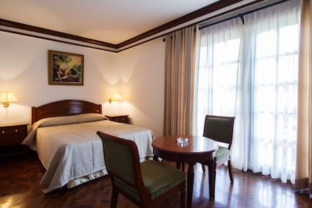 Single Deluxe Room Twin - Buhi - Bed & Breakfast