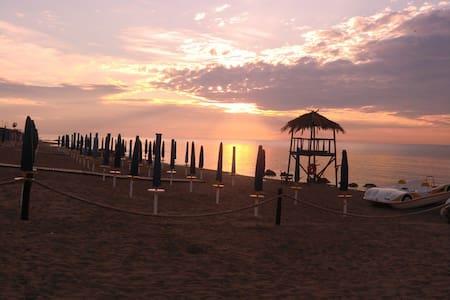 nuovissima villa a 70mt dal mare - Metaponto Lido