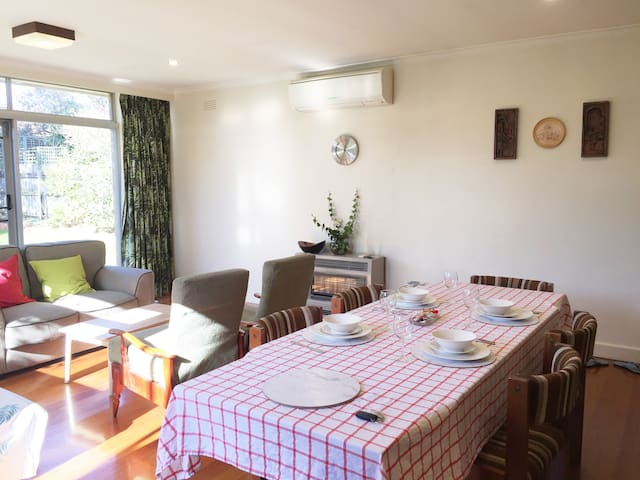 Funky & Spacious 1BR Guest Unit near Chadstone