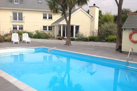 Holiday House with Outdoor Pool - Germoe - Ev