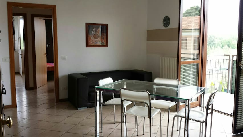 2 BEDROOM FLAT 2 KM FROM PESCHIERA - Cavalcaselle - Apartment
