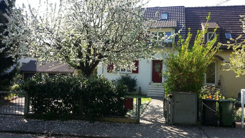 Charming house for family or group - Stuttgart - Huis