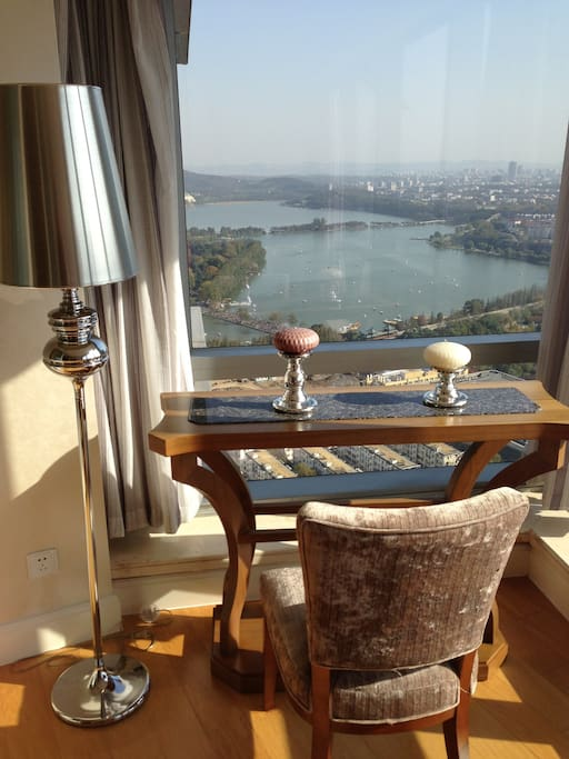 Superior lake view king bed Room高级湖景房3