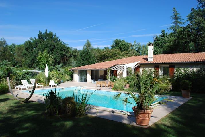 Villa cosy et piscine sur golf à 15min de Bordeaux - Saint-Sulpice-et-Cameyrac - Villa