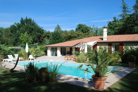 Villa cosy et piscine sur golf à 15min de Bordeaux - Saint-Sulpice-et-Cameyrac