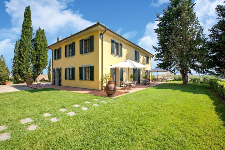 Lovely Holiday Home in Orciatico with Swimming Pool