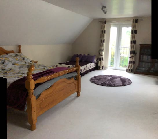 Extra large double room in Littleover close to A38