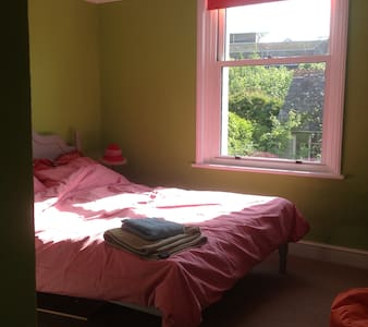 Lovely room in large family house - Dorchester