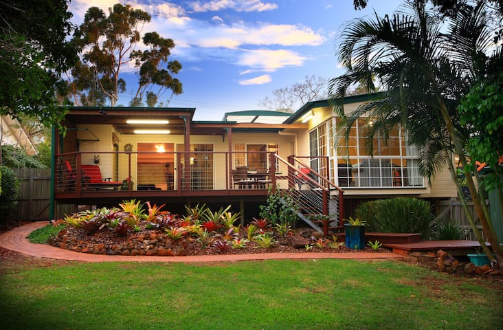 2 bed cottage easy walk to village - Buderim - Haus