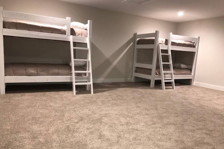 Bunk room w/ 4 single beds