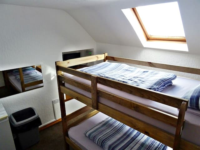 Twin room-Budget-Ensuite