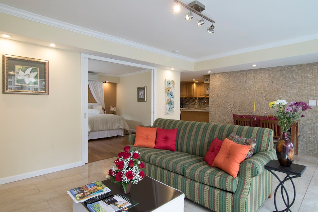 Beautiful new room in waikiki apartments for rent in for Best private dining rooms honolulu