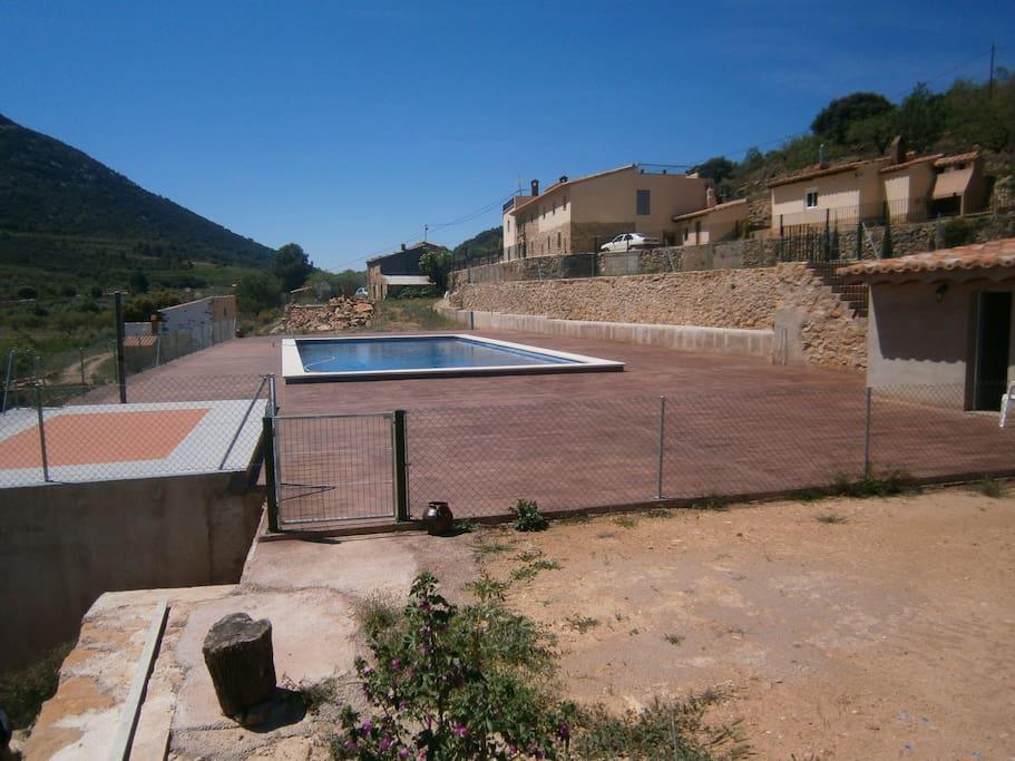 Casa rural con encanto y piscina casas en alquiler en la for Casa rural con piscina madrid