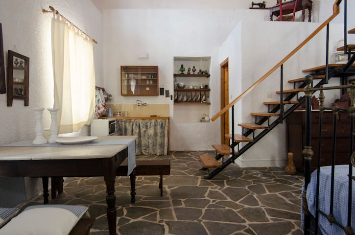 Moorea C. H. - Blue Maisonette - Petalidi - Haus