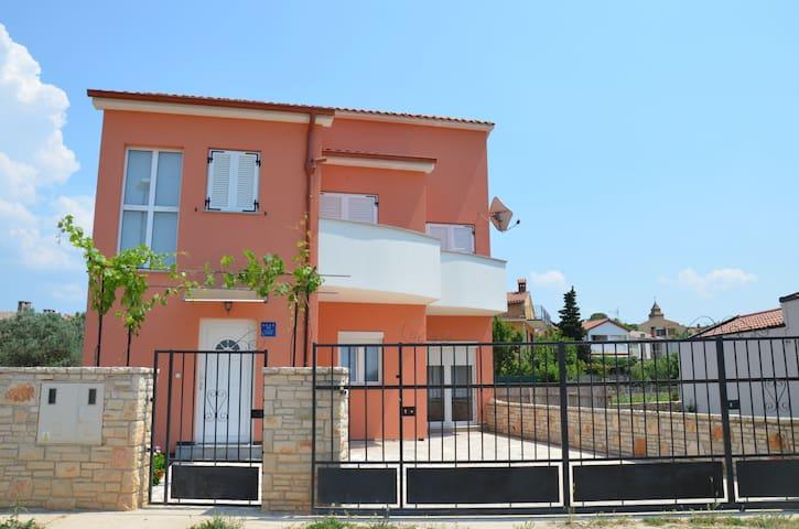 House with pool,500m from the sea - Fažana - Casa