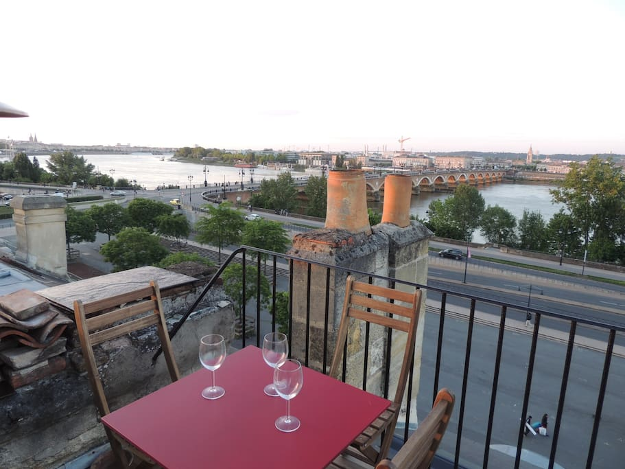Centre ville terrasse vue 360 appartements louer for Location bordeaux centre ville