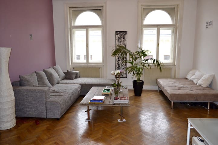 Lovely, super central and  typical viennese flat