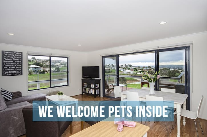Pet Let 6: Almost New 3BR at EncBay - Encounter Bay - House