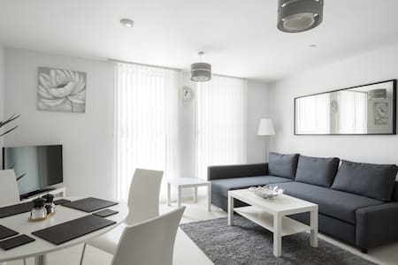City View Apartment - Luxury & Convenience! - Bedford - Διαμέρισμα