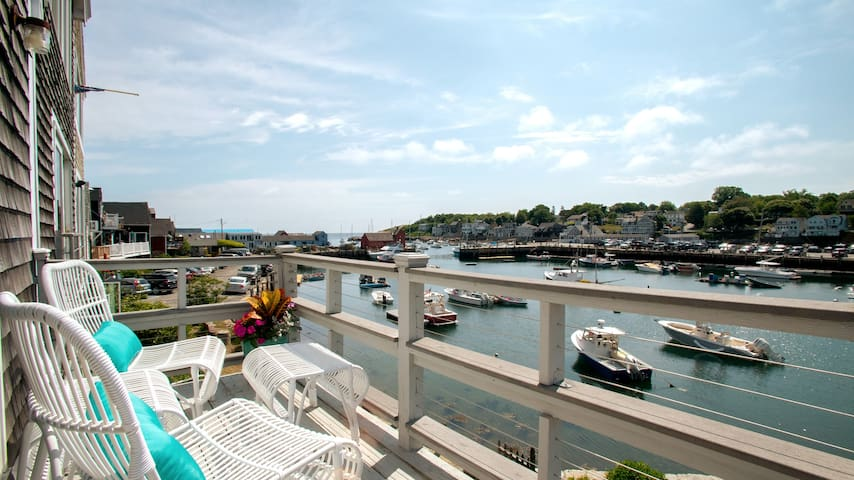 Rockport Harborview ★ Private Deck & Free Parking!