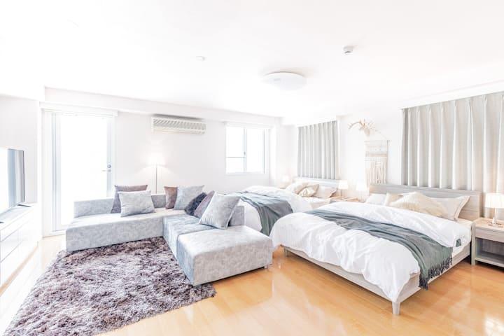 ビル1フロア貸切り広々空間でゆったり滞在(76㎡)★2〜6名宿泊OK★好立地でビジネス・観光に最適