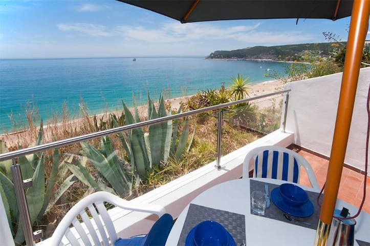 Beach view ocean front& big balcony - Sesimbra - Apartment