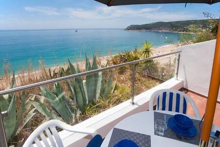 Beach view ocean front& big balcony - Sesimbra - Apartment