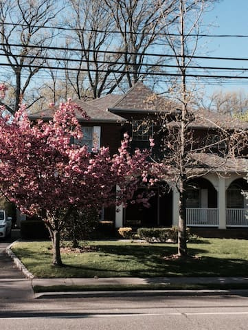 New York city suburb - Great Neck - House