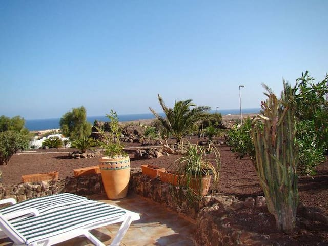 Charming cottage splendid sea view - Parque Holandés - House