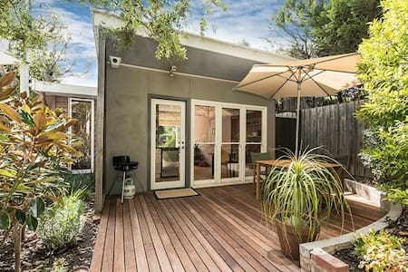 Secluded Garden Cottage - St Kilda