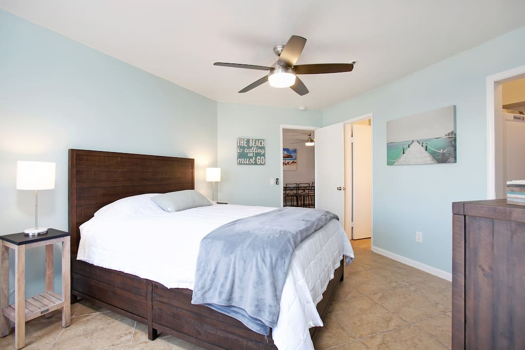 SPACIOUS MBR w/ Queen Bed