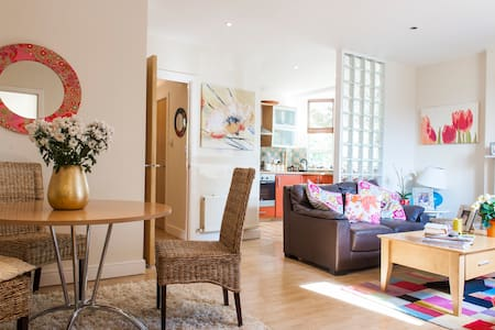 This room with  Sunny aspect and peaceful view is  in a very cosy house . Malahide , a busy little village with Cafes, resteraunts,  boutiques only 15 min walk . The beach and coastal walks 15 mins . Park & Castle 5 min, Airport 15 mins drive .