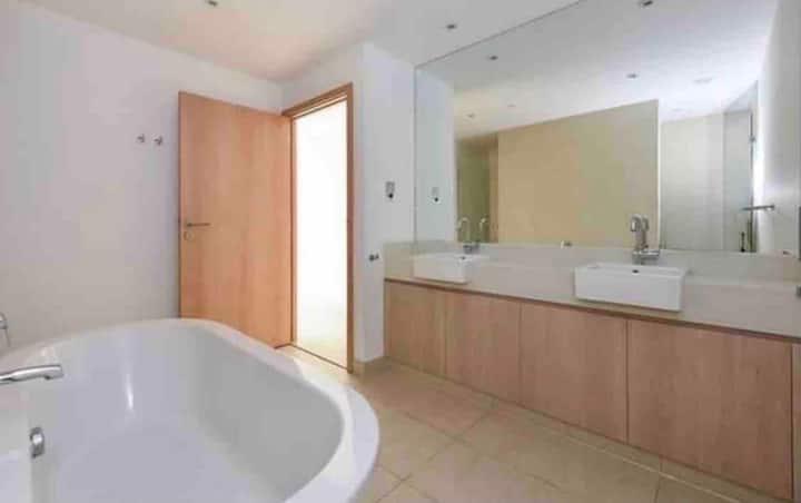 Al zeina Pet friendly en-suite furnished room