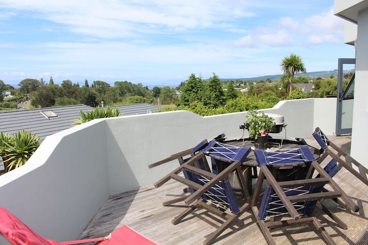 Overlooks Waikato River Reserve, 4 guests, 2 rooms