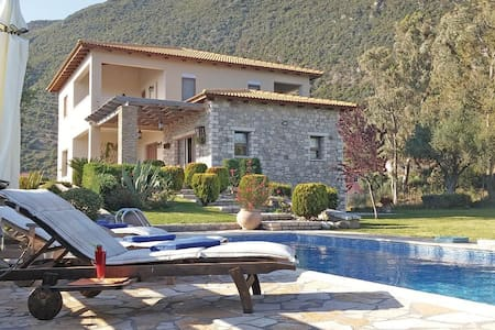 Beautiful Cottage Villa with Pool - Σκάλωμα - Haus