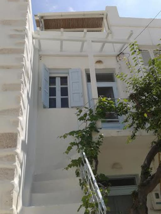 Parikia, Stone house, terrace