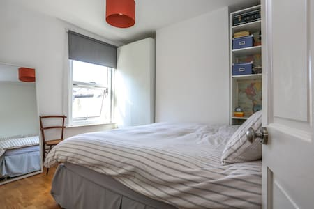 Double room in East London - Apartment