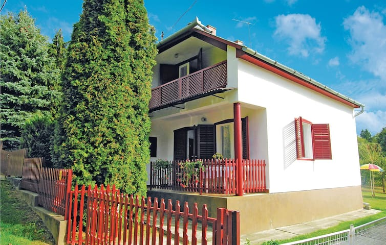 Semi-Detached with 2 bedrooms on 45m² in Igal