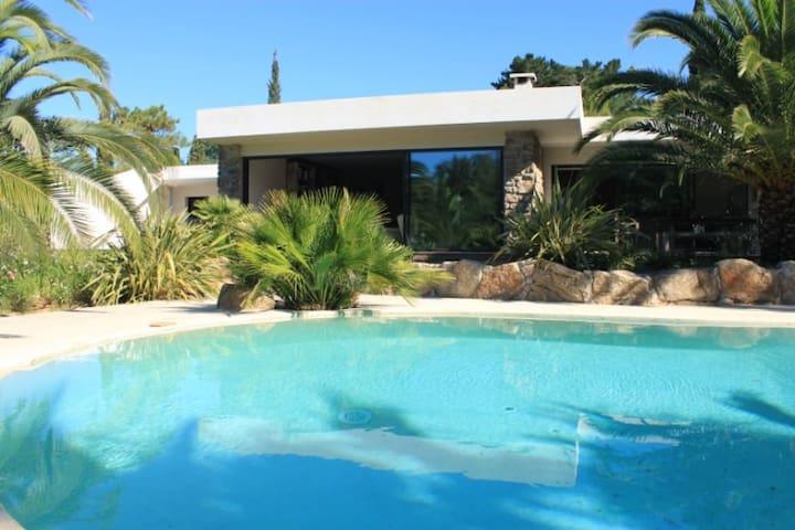 Villa Californienne - plage privée à pied - Grimaud - House
