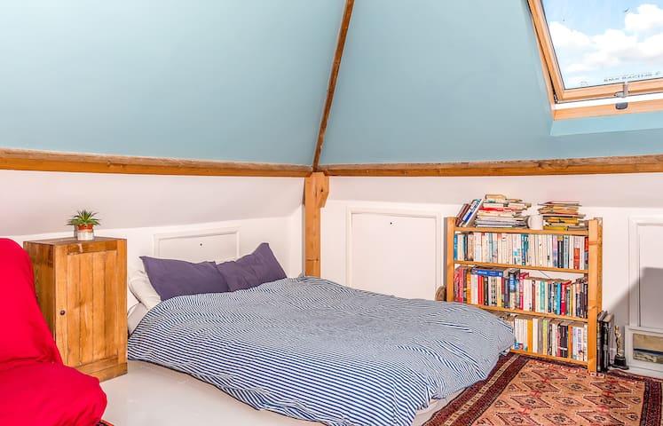 Spacious versatile room