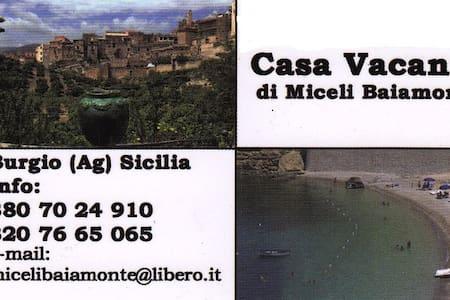 Casa Vacanza di Miceli Baiamonte - Burgio - Bed & Breakfast