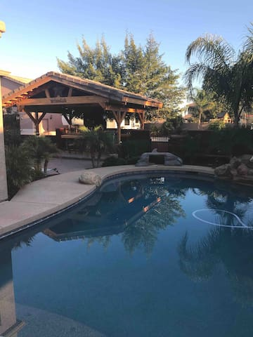San Tan Valley Az. Beautiful Private home w/Pool