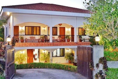 Mediterranean beach house FREE WiFi - Nasugbu - House