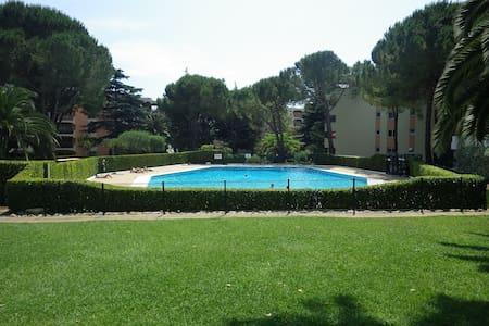2 Pieces vue parc et piscines - Appartamento