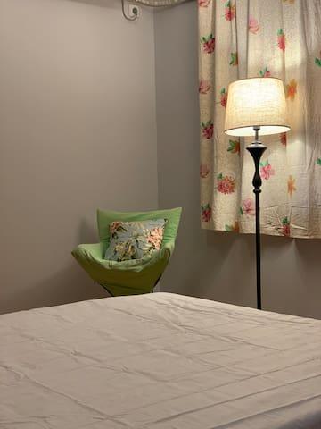 第三间卧室150*200双人床