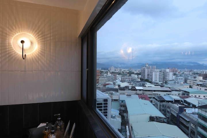 NiteNite Hostel. 晚安安、私人住所。夜景雙人房附浴缸。
