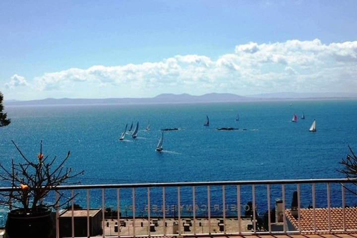 REF 34 Apartment with incredible views of the Bay of Roses